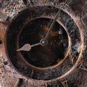 Логотип курса Основы наведения транса - старые заржавевшие часы (циферблат)